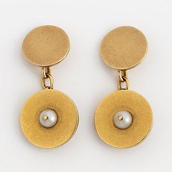 MANSCHETTKNAPPAR, ett par,  guld med pärlor.