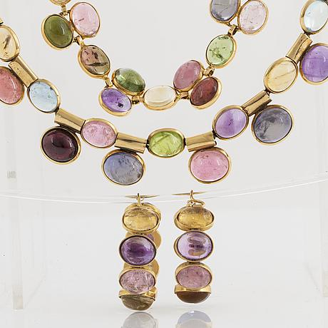 A set with necklace, earrings and bracelet with cabochon-cut multi coloured stones and gold.