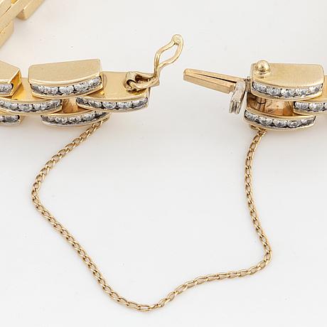 18k gold and brilliant-cut diamond bracelet.
