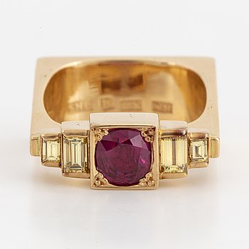 18K gold, ruby and yellow baguette-cut diamond ring.