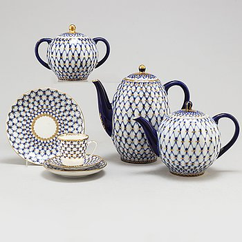 A 10-piece porcelaine 'Cobalt Net' service, Lomonosov, late 20th Century.