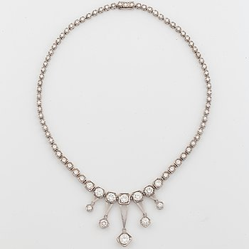 972. An Evert Lindberg necklace in 18K white gold set with round brilliant-cut diamonds 10.42 cts.