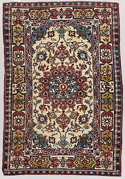 A rug, Old oriental, ca 155 x 104 cm.
