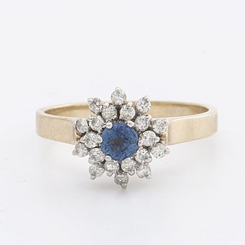 RING 9K gold w sapphire and brilliant-cut diamonds approx 0,25 ct in total.