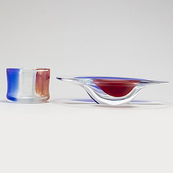 A glass bowl by Erik Höglund, Chribska, Czechia, signed and dated 92.
