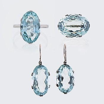 EARRINGS, RING and BROOCH, facetted aquamarines, platinum.