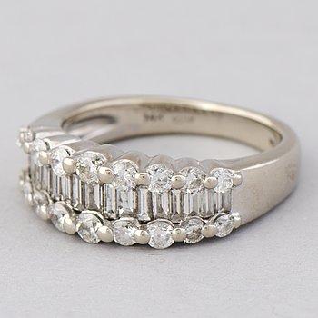 RING, baguette- och briljantslipade diamanter, 14K vitguld.