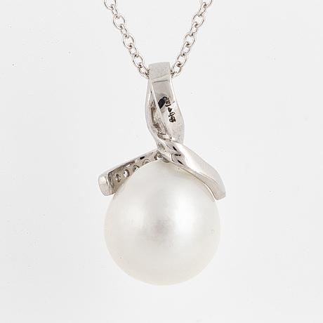 Cultured south sea pearl and brilliant cut diamond necklace