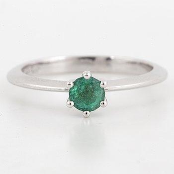 RING, med smaragd.