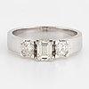 Ring, med smaragdslipad och radiantslipade diamanter
