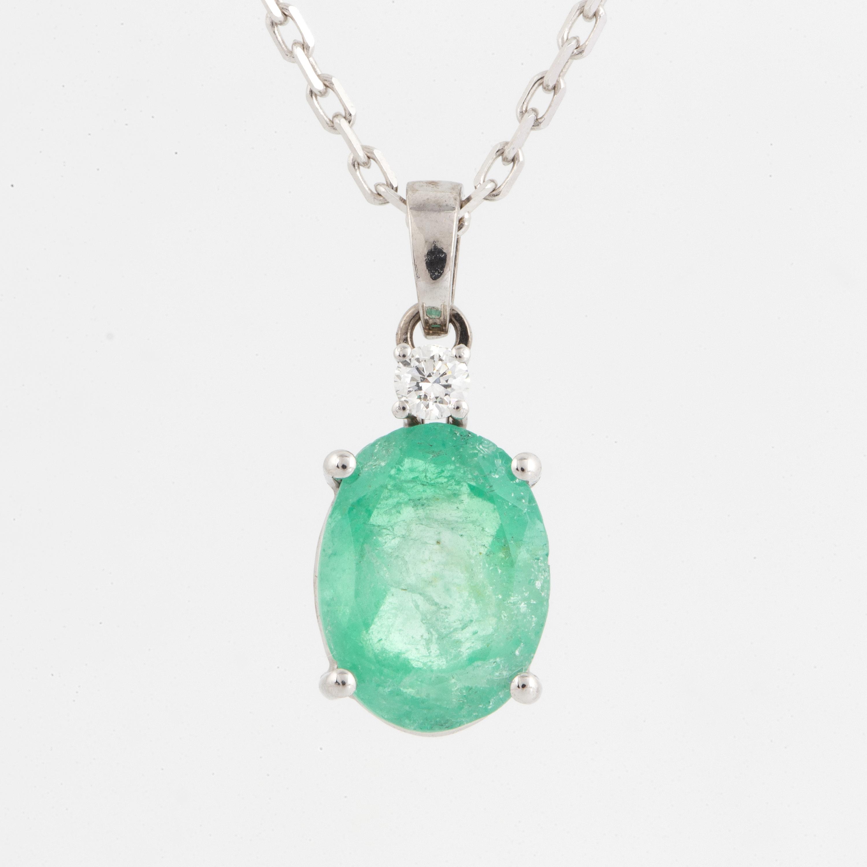 Emerald and brilliant-cut diamond pendant  - Bukowskis