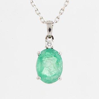 HÄNGE, med oval smaragd  och briljantslipad diamant, med kedja.