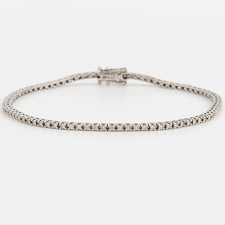 An 18k white gold bracelet set with round brillian cut diamonds