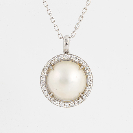 Mabé pearl and brilliant-cut diamonds, with chain.