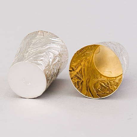 A silver carafe with six parcel gilt beakers, auran kultaseppä oy, turku 1977