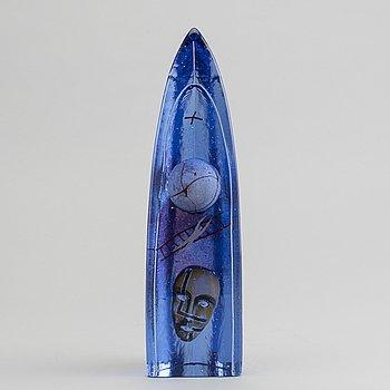 BERTIL VALLIEN, a Kosta Boda signed glass figurine.