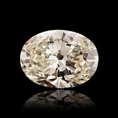 En oval briljantslipad diamant vikt 2.94 ct kvalitet ca k/l- si2/p1.