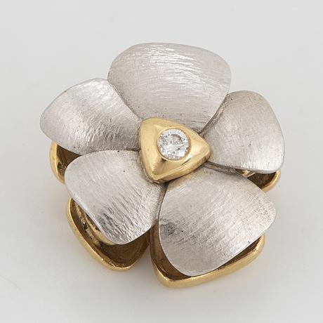 Vitt guld med diamanter