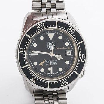 A TAg Heuer professional 200 m wristwatch ca 39 mm.