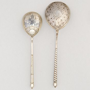 A PAIR OF SPOONS, silver, niello. Moscow, late 19th century.