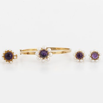 ENGELBERT, Set med armband, ring och örhängen 18K guld med cabochonslipade ametister och odlade pärlor.