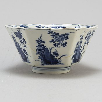 A blue and white six sided bowl, Qing dynasty, Kangxi (1662-1722).