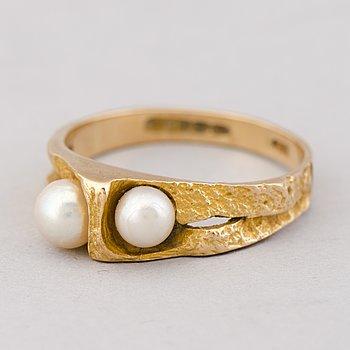 A BJÖRN WECKSTRÖM RING, cultured pearls, 14K gold, Lapponia 1980.