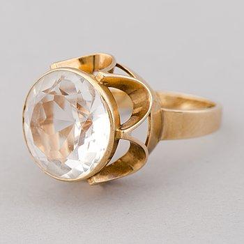 AN EERO RISLAKKI RING, quartz, 14K gold. Westerback, Helsinki 1966.