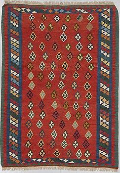 A Shiraz kilim rug, ca 230 x 169 cm.