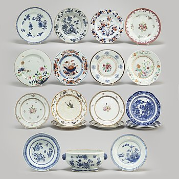 18 plates and one tureen, Qing dynasty, Qianlong, as well as Japan, 20th century.