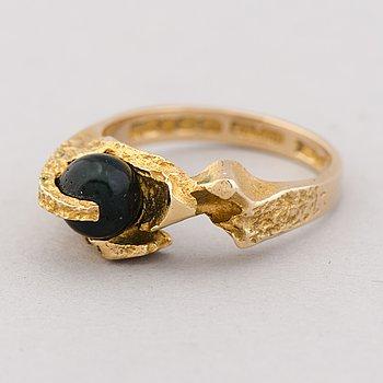 A BJÖRN WECKSTRÖM RING, 'Hidden agate', 14K gold, moss agate. Lapponia 1970.