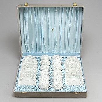 A 12 piece porcelain coffee service by Friedl Holzer-Kjellberg, Arabia, Finland, mid 20th century.
