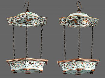 849. Two hanging flower pots, Qing dynasty, 19th Century.