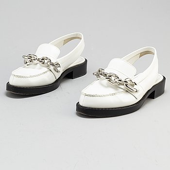 LOUIS VUITTON, a pair of white patent leather sling backs, size 39. 2017.