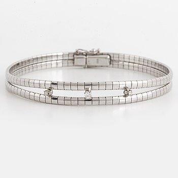 18K white gold and diamond bracelet.
