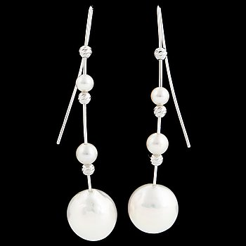 Cultured freshwater and small akoya pearl earrings.