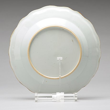 A set of four armorial dinner plates, qing dynasty, qianlong (1736-95).