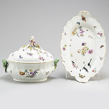 A Meissen porcelain tureen with cover and matching dish, 19th century.