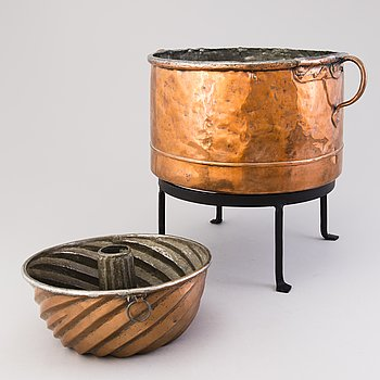 A copper cooking pot and a cake mould from the latter half of the 19th Century.