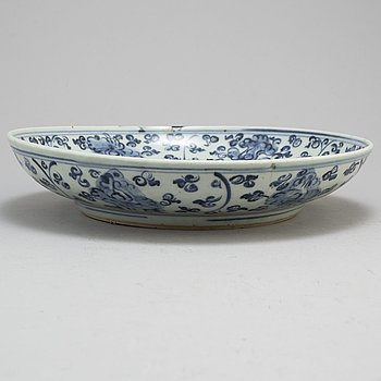 A large blue and white dish, Ming dynasty (1368-1644).