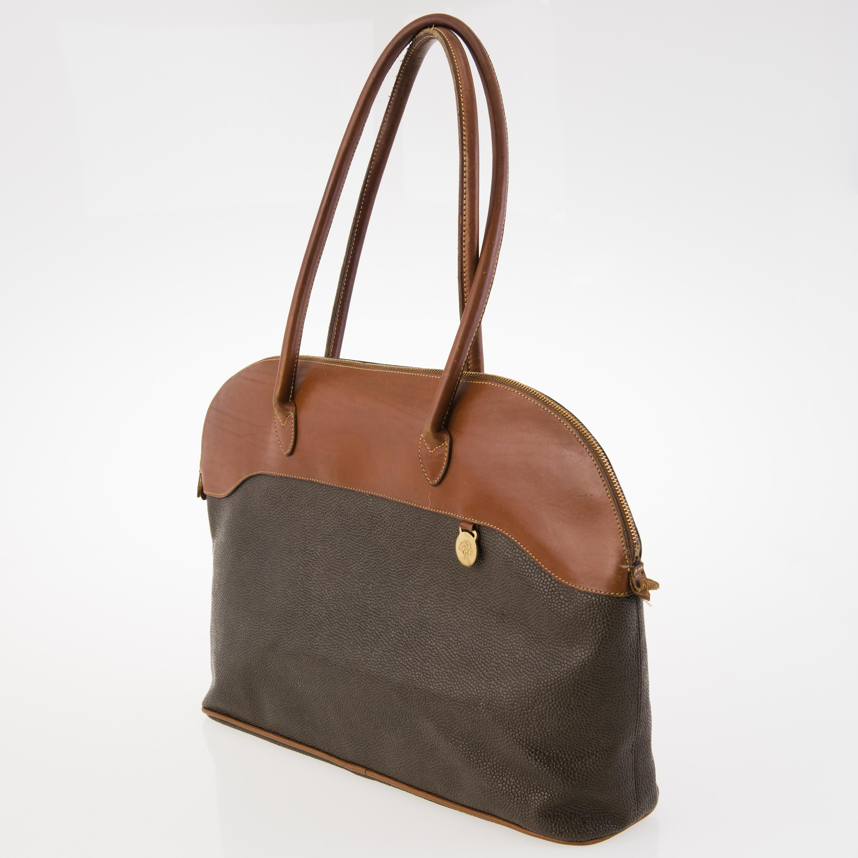 d86db589a4123 MULBERRY Two Vintage Shoulder Bags. - Bukowskis