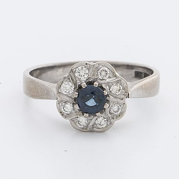 RING 18K whitegold w 1 sapphire approx 4 x 4 mm and brilliant-cut diamonds 0,24 ct engraved, Falköping 1995.