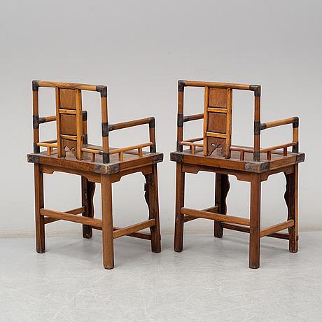 Karmstolar, ett par. kina, tidigt 1900-tal.