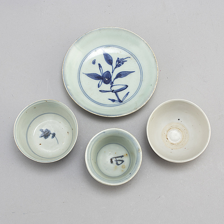 Three blue and white dishes, and three cups, ming dynasty (1368-1644).