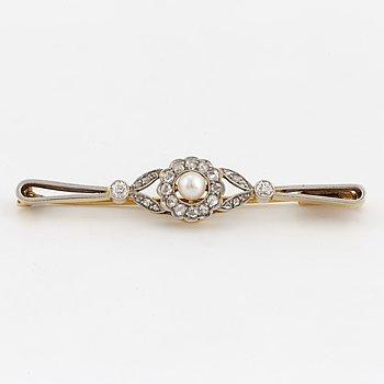BROSCH, med rosenslipade och gammalslipade diamanter samt odlad pärla.