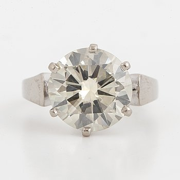Brilliant-cut diamond solitaire ring, 5,42 ct according to engraving.