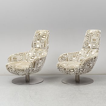 A pair of model 2236 'Bond' armchairs from Natuzzi, Italy, 21st Century.