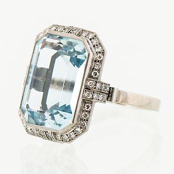 A RING, facetted aquamarine, 8/8 cut diamonds, 18K white gold. A. Tillander, Helsinki Finland 1972.