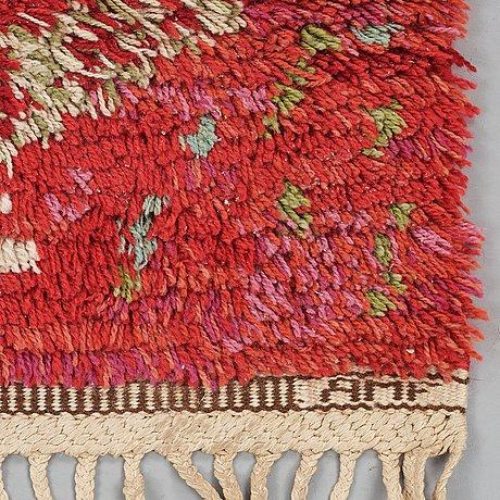 "Ann-mari lindbom, gift forsberg, matta, ""ann-maris röda"", rya, ca 111 x 92 cm, signerad ab mmf amf."