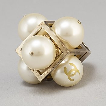 A white pearl ring collection 2014 by Chanel.